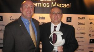 """Tony Malisani (l.) and David Castellucci proudly hold the """"Institution Award"""" at the Macael Awards event"""